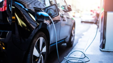 Senate committee calls for national electric vehicle strategy